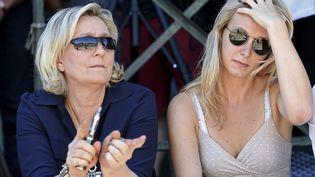 Marine Le Pen et sa nièce Marion Maréchal, le 9 juillet 2016, au Pontet (Vaucluse). (BORIS HORVAT / AFP)