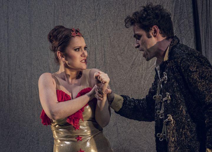Carmen, étoile du cirque d'après Bizet, mise en scène d'Andrea Bernard, direction musicale dAlexandra Cravero, Théâtre des Champs-Elysées (MARION KERNO)