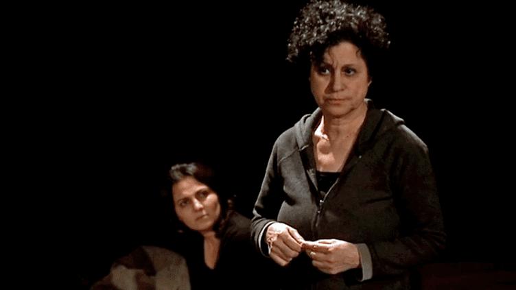 Hind a passé neuf années dans les geôles du régime syrien. Sur scène elle raconte son histoire.  (France 3 / Culturebox)
