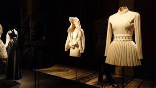 """""""J'aime les femmes"""", lâche-t-il pour expliquer son succès. Lui qui a fait des études de sculpture, parle de leur """"derrière"""" comme personne. """"Je ne pense pas toujours à faire des nouveautés, à être créatif, mais à faire un vêtement pour que les femmes soient belles"""", explique le couturier, qui s'est allié avec le groupe suisse Richemont, numéro deux mondial du luxe.  (Corinne Jeammet)"""