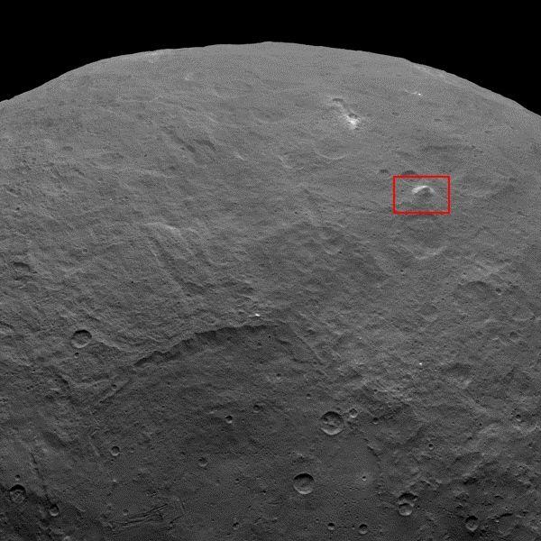 Une pyramide de près de 5 km de haut, sur la planète naine Cérès. (NASA / JPL-CALTECH / UCLA / MPS / DLR / IDA)