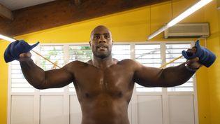 Le judoka Teddy Riner à l'entraînement le 9 avril 2021, en Guadeloupe. (MILLEREAU PHILIPPE / KMSP / AFP)