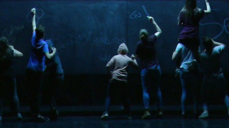 """""""Classé sans solution"""" mis en scène par Mélanie Laurent  (France 3 / Culturebox)"""