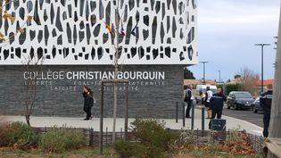 Après la collision mortelle entre un car scolaire et un TER sur un passage à niveau à Millas jeudi, parents et enfants ont été pris en charge vendredi par une cellule psychologique mise en place au collège Christian Bourquin. (MAXPPP)