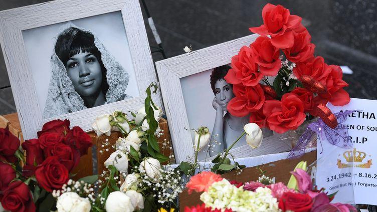 Des fleurs pour Aretha Franklin sur le Hollywood Walk of Fame, Hollywood, Californie  (Mark Ralston / AFP)