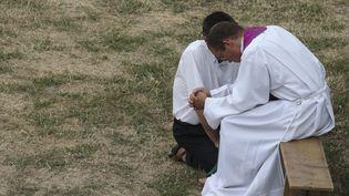 Image d'illustration d'une confession catholique. (PASCAL DELOCHE / LEEMAGE VIA AFP)
