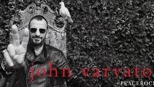 Ringo Starr dans la campagne John Varvatos #PeaceRocks, été 2014.  (DR)