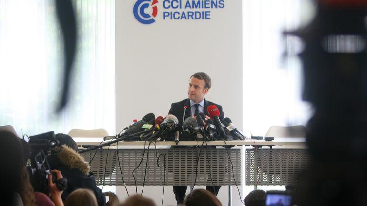 Emmanuel Macron, lors de l'entre-deux-tours de la présidentielle, le 26 avril 2017, avait fait la promesse de retourner voir les salariés de l'usine Whirlpool à Amiens (Somme). (MAXPPP)