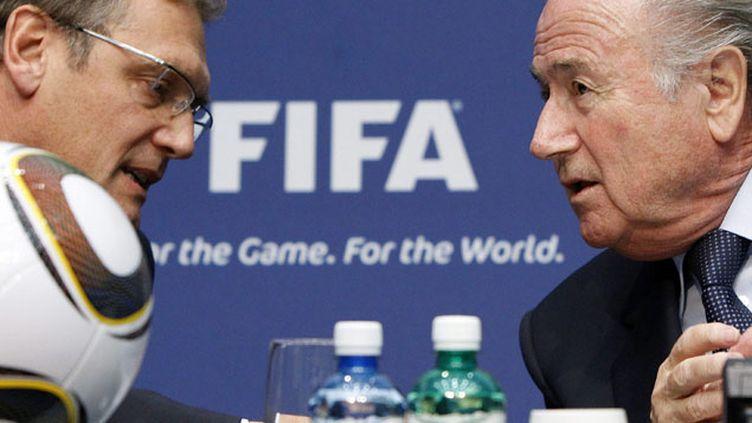 (Jérome Valcke (à gauche) était le bras droit de Sepp Blatter (à droite) © MaxPPP)