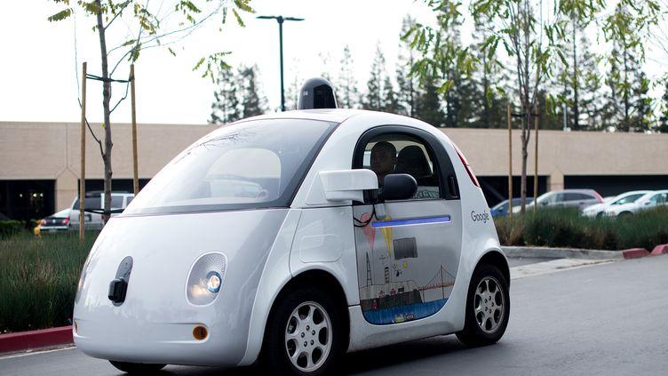 Une voiture sans chauffeur de Google au siège de la firme à Mountain View (Californie), le 8 janvier 2016. (NOAH BERGER / AFP)
