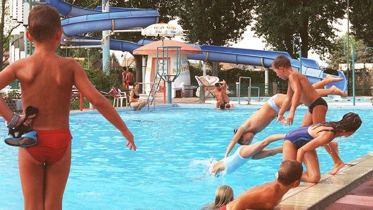 Une piscine municipale en Alsace. Photo d'illustration. (MAXPPP)