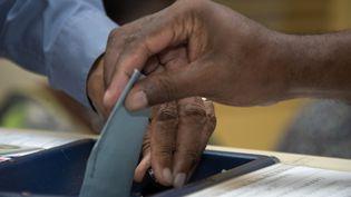 Le second tour des élections législatives à Pointe-à-Pitre (Guadeloupe), le 17 jun 2017. (HELENE VALENZUELA / AFP)