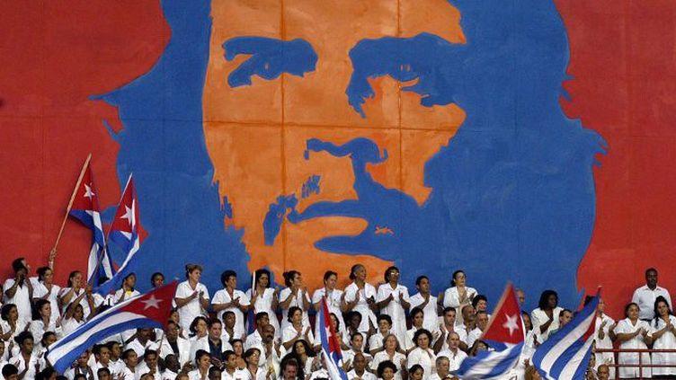 Des médecins cubains reçoivent leur diplôme en 2005 à La Havane (Antonio Levi)