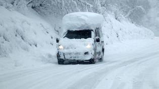 La route qui mène à Gourette (Pyrénées-Atlantiques), le 31 janvier 2015 (MAXPPP)