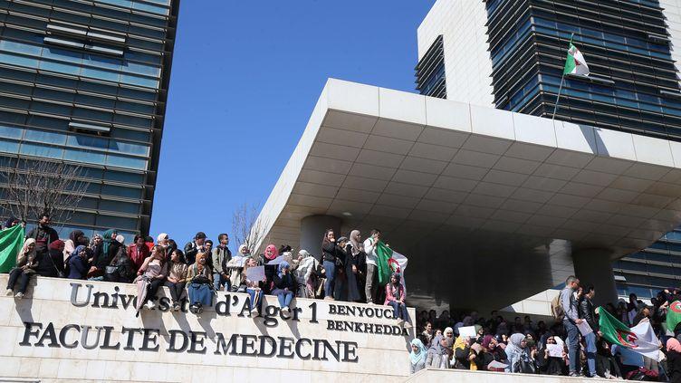 L'université d'Alger lors des manifestations contre le président Abdelaziz Bouteflika. (BILLAL BENSALEM / NURPHOTO)