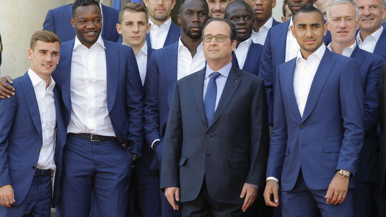 François Hollande et les Bleus sur le perron de l'Elysée, le 11 juillet dernier (STEPHANE ALLAMAN / STEPHANE ALLAMAN)