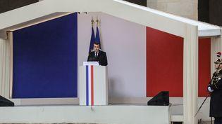 Emmanuel Macron prononce un discourslors de l'hommage national rendu aux Invalides (Paris) à Arnaud Beltrame, le 28 mars 2018.  (LUDOVIC MARIN / POOL / AFP)