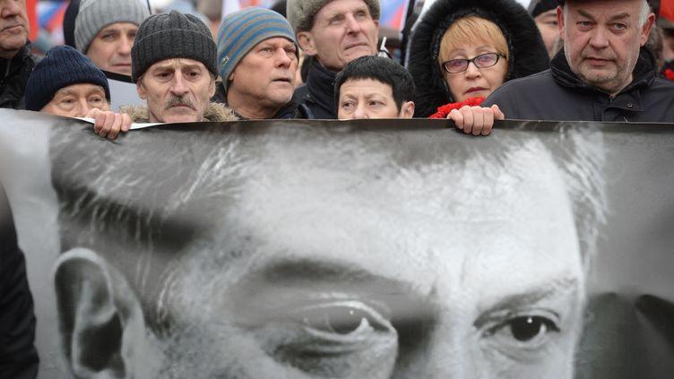 Marche blanche le 1er mars 2015 à Moscou après l'assassinat de l'opposant politique Boris Nemtsov. (KIRILL KALLINIKOV / RIA NOVOSTI / AFP)