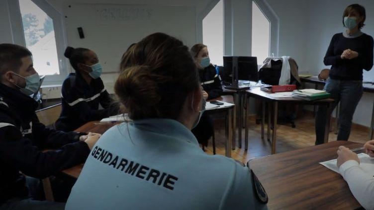 Des membres de la brigade chargée de lutter contre les violences intrafamilialesàÉtampes (Essonne) (FRANCEINFO)