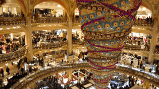 Le magasin des galeries Lafayette, samedi 13 décembre 2014 à Paris. (F. MAGNENOU / FRANCETV INFO)
