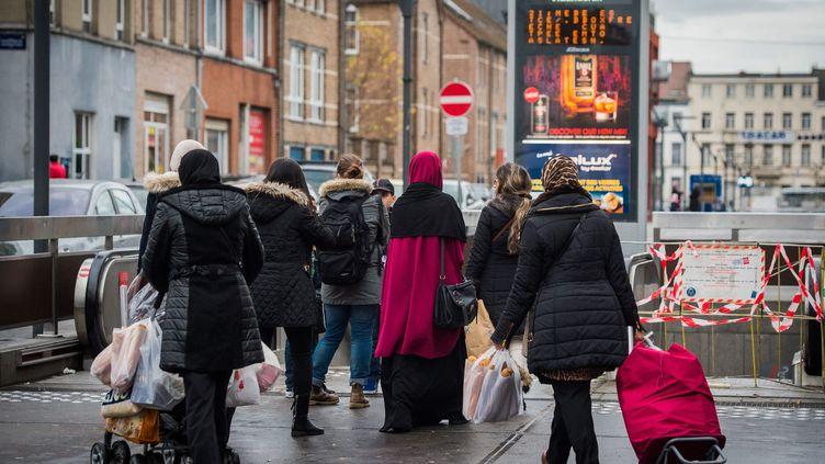 (La population dans une rue de Molenkeek le 17 novembre 2015©MAXPPP)