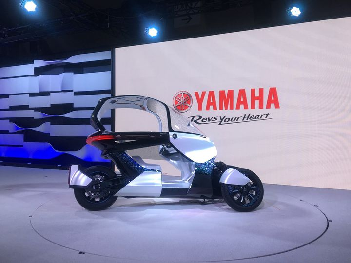 Parmi les concepts des scooters de demain, ce Yamaha à trois roues. (SERGE MARTIN FRANCE INFO)
