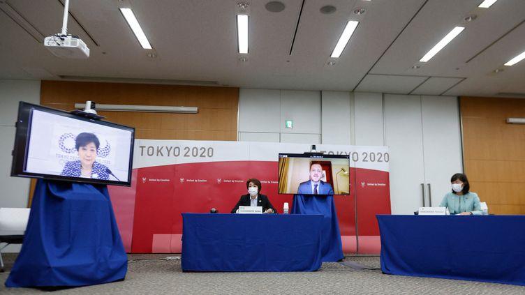 La gouverneure de TokyoYuriko Koike, la présidente des Jeux de TokyoSeiko Hashimoto, le président du Comité international paralympique Andrew Parsons, et la ministre des Jeux olympiques et paralympiquesTamayo Marukawa, en conférence de presse le 16 août 2021 (RODRIGO REYES MARIN / AFP)