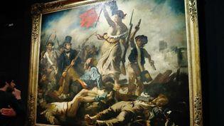 """""""La Liberté guidant le peuple"""" au musée du Louvre  (PATRICK KOVARIK / AFP)"""