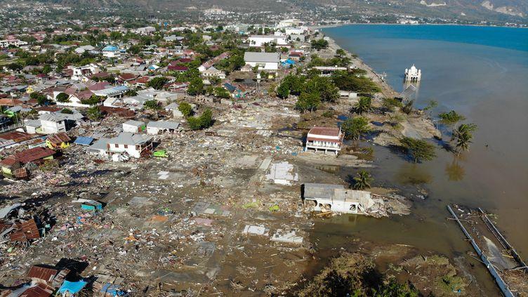 Vue aérienne de Palu, en Indonésie, dévasté par un séisme, le 1er octobre 2018. (JEWEL SAMAD / AFP)