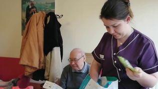À Mansle, en Charente, le personnel de l'Ehpad a fait le choix de vivre confiné 24h/24 pour éviter tout risque de contamination extérieur au coronavirus. (FRANCE 3)