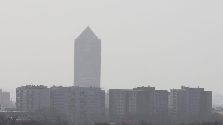 Pollution aux particules fines à Lyon, le 25 février 2021. (RICHARD MOUILLAUD / MAXPPP)