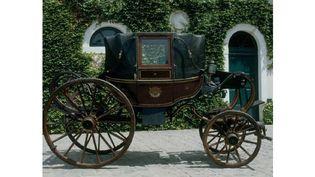La Berline de l'Empereur, qui figurait parmi les cinq voitures prises par les Prussiens à Waterloo le 18 juin 1915.  (Château de Malmaison et Bois-Préau, Malmaison - RMN)