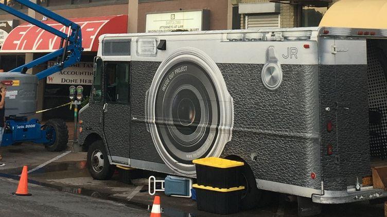 Le camion photographique de JR à Dallas  (Michael Mathes / AFP)