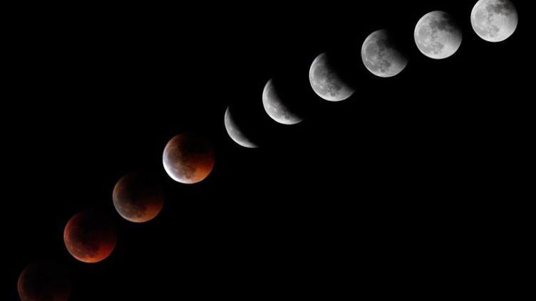 L'éclipse de lune vue des Canaries (montage des différentes phases de l'éclipse) 16/06/2011 (AFP/DESIREE MARTIN)