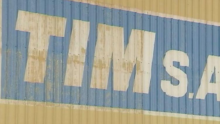 Inquiétude près de Dunkerque (Nord) pour les 500 salariés de l'usine TIM, spécialisée dans la fabrication de cabines d'engins de chantiers. L'entreprise fondée il y a 70 ans pourrait être liquidée mercredi 26 juillet. (FRANCE 3)