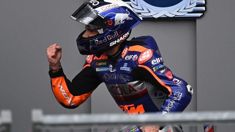 Miguel Oliveira (Tech 3 KTM) est devenu le premier pilote portugais à s'imposer en Moto GP. (JOE KLAMAR / AFP)