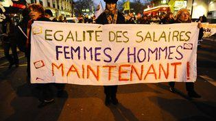 Manifestation à l'occasion de la journée pour le droit des femmes le 8 mars 2012 à Paris. (CHRISTOPHE MORIN / MAXPPP)