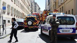 Deux hommes, soupçonnés de préparer une attaque terroriste lors de la campagne présidentielle, ont été arrêtés à Marseille, le 18 avril 2017. (BORIS HORVAT / AFP)