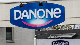 Le géant de l'agroalimentaire Danone est une entreoprise à mission. Ici l'entrée de l'usine à Bailleul (Nord). (DENIS CHARLET / AFP)