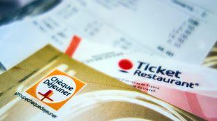 Selon l'accord national interprofessionnel sur le télétravail, un salariés qui travaille à domicile doit conserver ses tickets restaurants. Photo d'illustration. (PHILIPPE HUGUEN / AFP)