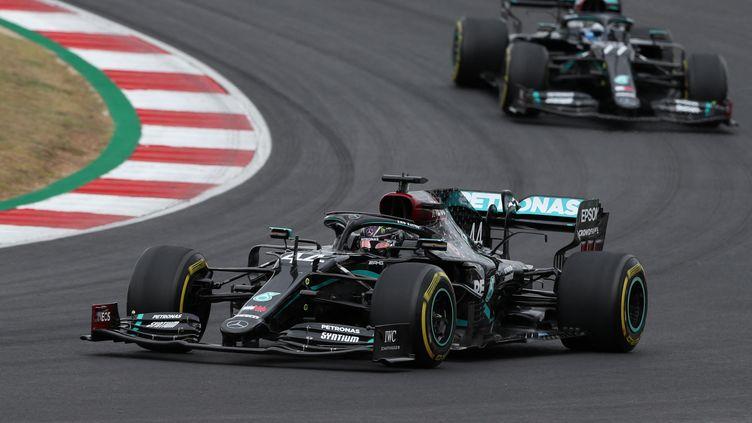 Les Mercedes lors du Grand Prix 2020 de Portimao au Portugal, le 25 octobre 2020.  (JOSE SENA GOULAO / POOL)