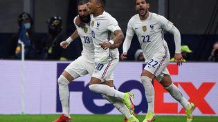 La joie des joueurs de l'équipe de France lors de la finale de la Ligue des nations, dimanche 10 octobre 2021. (FRANCK FIFE / AFP)