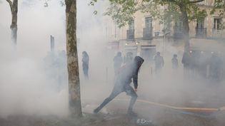 Un manifestant dans les rues de Rennes (Ille-et-Vilaine), le 12 mai 2016. (MAXPPP)