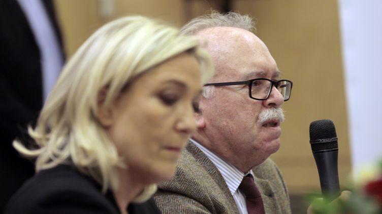 La présidente du FN Marine Le Pen et le trésorier du parti Wallerand de Saint-Just, lors d'une conférence de presse, à Paris, 10 mars 2014. (JACQUES DEMARTHON / AFP)