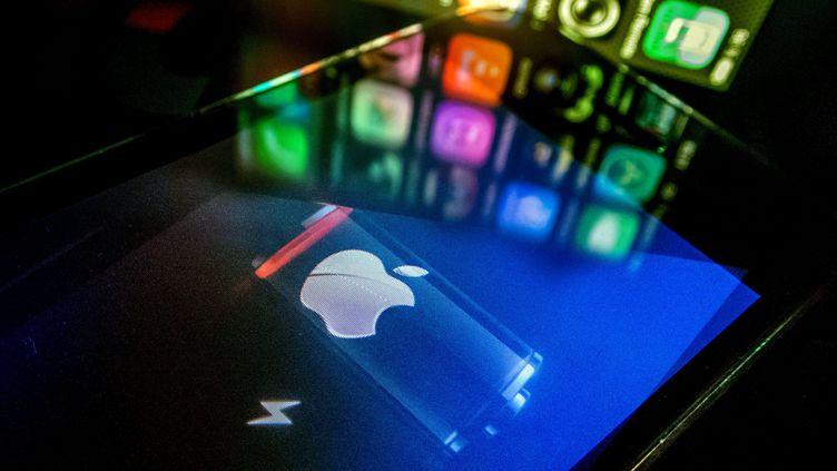 Le niveau de la batterie d'un iPhone. (BRUNO LEVESQUE / MAXPPP)