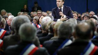 Le chef de l'Etat, Emmanuel Macron, prend la parole dans le gymnasede Grand Bourgtheroulde (Eure), le 15 janvier 2019,devant 600 maires normands. (PHILIPPE WOJAZER / AFP)