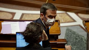 Le ministre de la Santé, Olivier Véran, le 10 mai 2021 à l'Assemblée nationale. (DANIEL PIER / NURPHOTO / AFP)