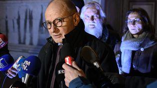 L'avocat Bernard Boulloud au palais de justice de Chambéry. (JEAN-PHILIPPE KSIAZEK / AFP)
