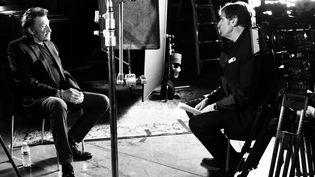 """Johnny Hallyday et Daniel Rondeau, lors du tournage du documentaire """"Johnny Hallyday, la France rock'n roll"""", le 28 avril 2017, à Los Angelès (Etats-Unis). (KUIV)"""
