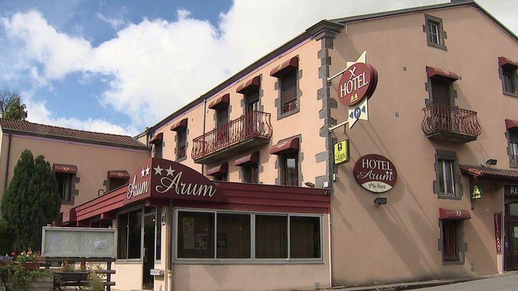 Dans le Puy-de-Dôme, la patronne d'un hôtel-restaurant cherche deux cuisiniers depuis des mois, en vain. (CAPTURE ECRAN FRANCE 3)